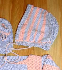 Чепчики вязанные для новорожденных