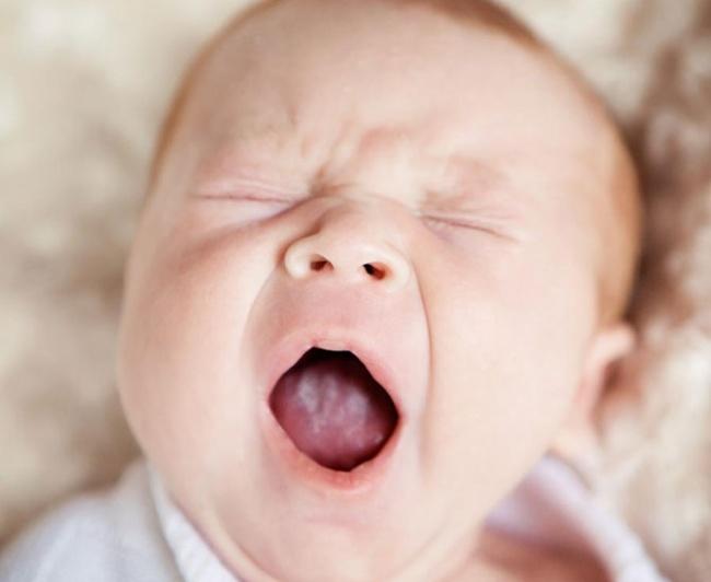 Как лечить молочницу на губах у новорожденного